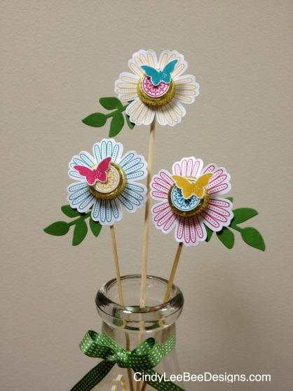 SU Mixed Bunch Vase Close-Up